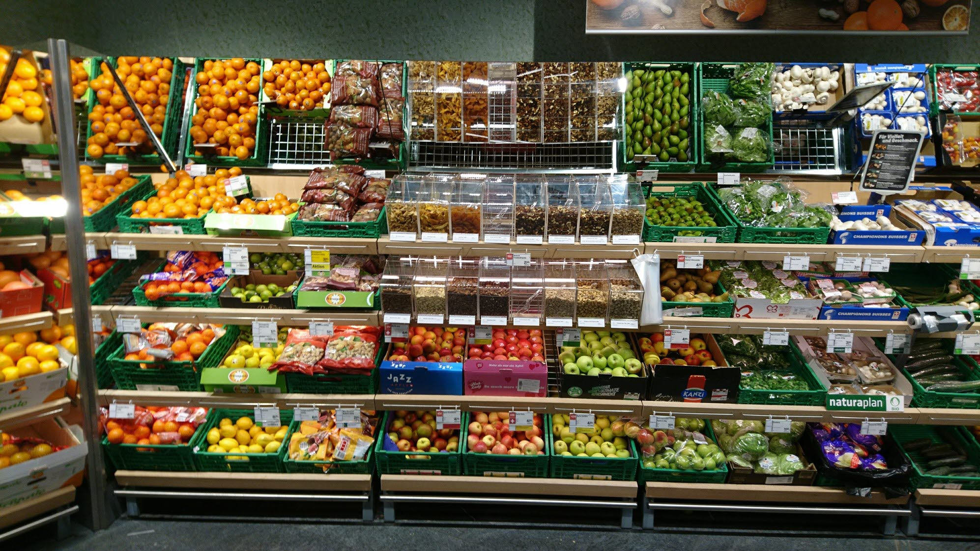 Coop_Switzerland_Bulk-Bins_HL-Display_Fresh_2.jpg