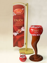 Tailored counter display for Lindt
